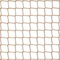 Siatki na rusztowanie Siatka budowlana na rusztowania o małych wymiarach oczek 4,5 x 4,5 cm i grubości siatki 3 mm sprawdzi się jako zabezpieczenie przed najmniejszymi elementami , które mogłyby spaść z rusztowania na dół. A przede wszystkim będzie stanowić ochronę dla robotników pracujących na rusztowaniach. Trwały i mocny materiał jakim jest polipropylen zapewni pewną i solidną ochronę, nie ulegnie uszkodzeniu pod wpływem silnych naprężeń, będzie odporny na wszelkie uszkodzenia mechaniczne. Polipropylen nie wchodzi w reakcje z substancjami chemicznymi także pod ich wpływem zachowa swoją strukturę i trwałość.